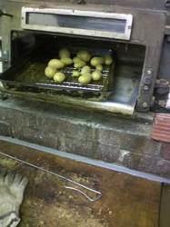石窯パン工房サフラン柏の葉店の石窯で焼いた自然栽培のじゃがいも メークイン
