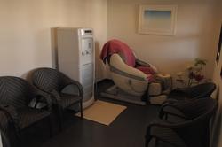 ガイアの休憩室内 中央にあるRO浄水器