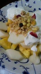 パイナップルと洋梨のヨーグルトがけ.jpg