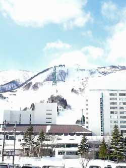 ここは、昨日の苗場スキー場です。YUMING SURF&SNOWに行きました。