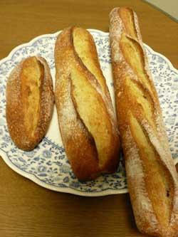 自然栽培のいちごで天然酵母を作って焼いた天然酵母パン by Stone Spa GAIA